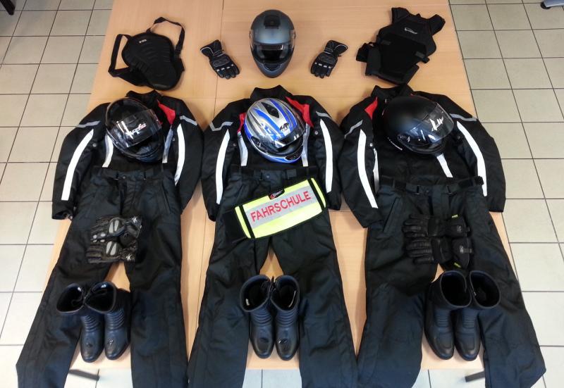 Moped-Führerschein, Schutzkleidung Motorrad-fahren, Autoführerschein Aschaffenburg, Kosten Führerschein, Fahren-Lernen-in-Aschaffenburg